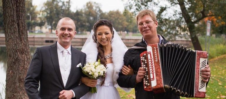 Баянист на свадебную прогулку